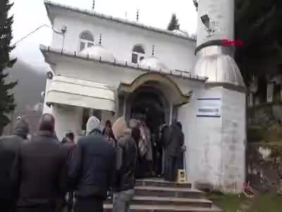 Kartal'da Çöken 8 Katlı Binanın Enkazında Ölen Cam Ustası Toprağa Verildi