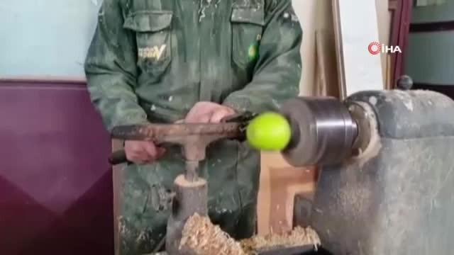 Elma soymanın en ilginç yolu