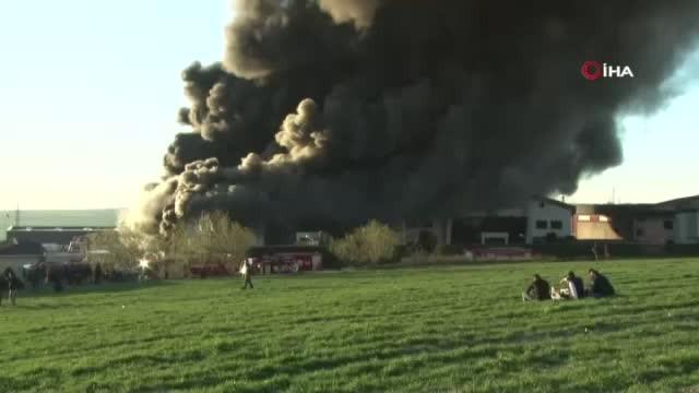 İstanbul'daki fabrika yangını 9 saattir sürüyor