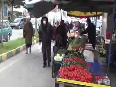 Trabzon'da semt pazarlarında koronavirüs tedbirleri