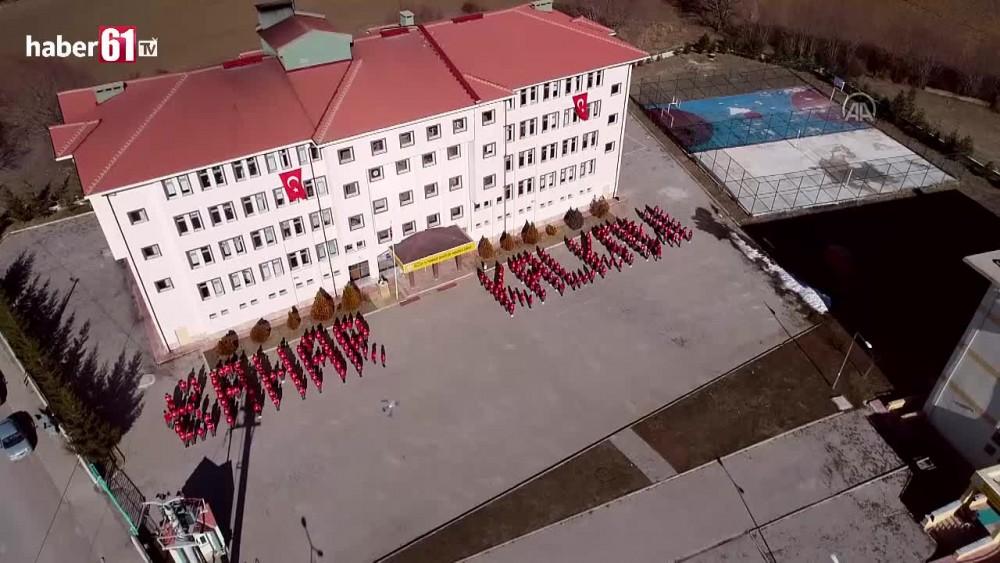 Gümüşhane'de öğrencilerden Mehmetçiğe koreografili destek