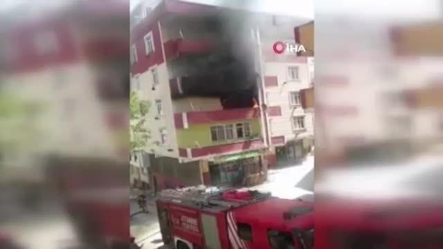 Yangında mahsur kalan 3 kadın, itfaiye ekipleri tarafından kurtarıldı