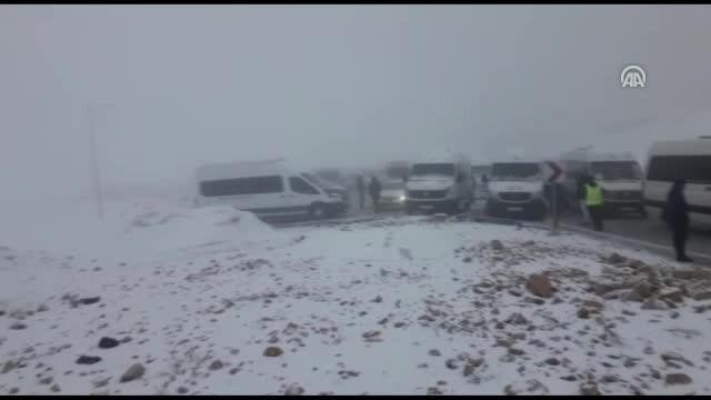 Nemrut Dağı'nda mahsur kalan turistler kurtarıldı