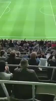 Beşiktaş taraftarından Ekrem İmamoğlu tezahüratı