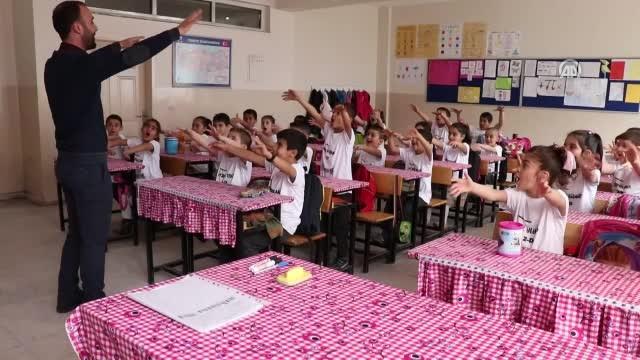 Yusuf Yazıcı'dan Diyarbakırlı çocuklara forma