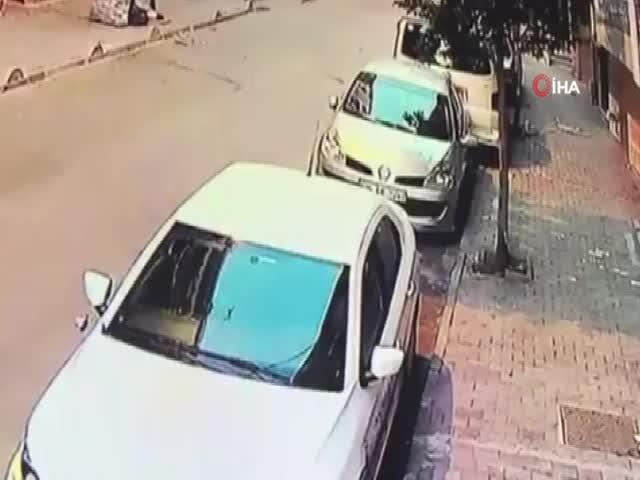 2,5 yaşındaki çocuk çatı katından atıldı