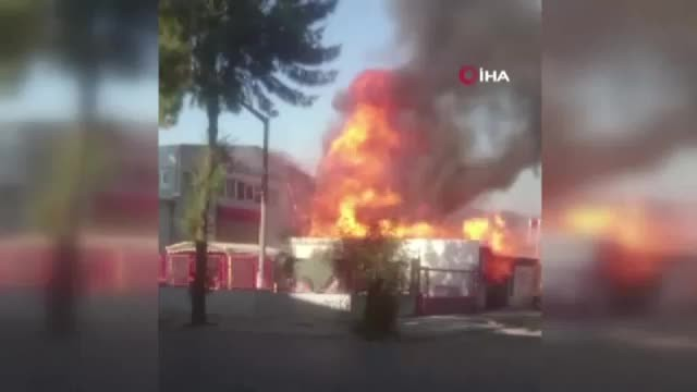 İzmir'de madeni yağ deposunda çıkan yangın güçlükle kontrol altına alındı