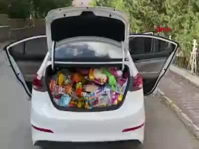 Topladıkları oyuncaklarla çocukların yüzünü güldürdüler